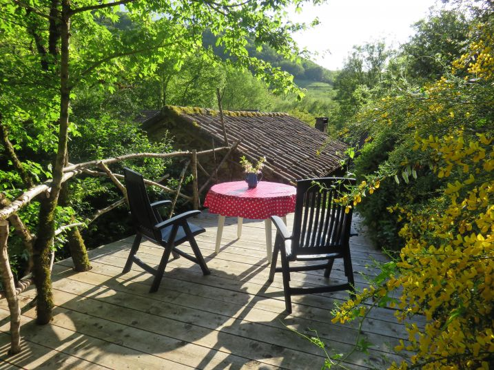 Heerlijk ontbijten in het zonnetje op het privé terras vn het bakhuisje